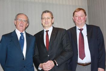 En la Foto: Francisco Menéndez, Ronnie Leten y Oscar Duprix