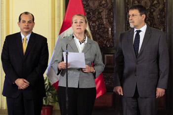 Vicepresidenta del Banco Mundial (BM), Pamela Cox, el próximo vicepresidente (BM), Hasan Tuloy, y el ministro de Economía, Luis Miguel Castilla.