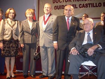 La ceremonia en honor al Dr. Guido Del Castillo contó con la presencia del presidente del IIMP, Ing. Miguel Carrizales y del empresario minero, Alberto Benavides de la Quintana.