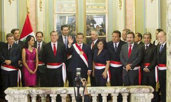 Presidente Ollanta Humala y su gabinete encabezado por el Primer Ministro a Óscar Valdés.