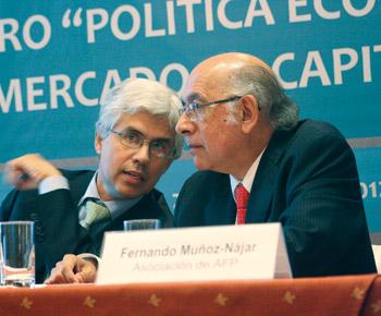 Gerardo Gonzáles, gerente general de Procapitales y Fernando Muñóz Nájar, Asociación de AFP.
