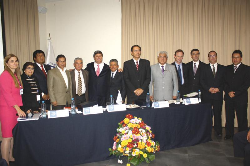 """Participantes del Foro Descentralización, desarrollo regional e inversión social"""", organizado por la Universidad San Ignacio de Loyola"""