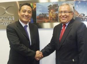 Luis Rivera, director general de Operaciones de Xstrata, y Pedro Gamboa, jefe institucional del Sernanp