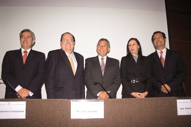 Gianfranco Castagnola, Julio Velarde, Pedro Martínez, Patricia Teullet y Miguel Palomino