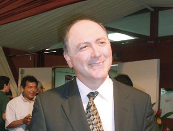 Juan José Herrera Távara, gerente general.