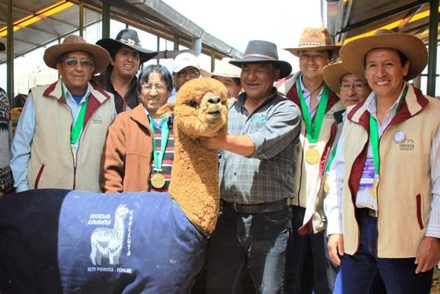 Alcalde Espinar_Gerente de Proyectos de Xstrata Copper y presidente de la Feria_Gerente de Relaciones comunitarias