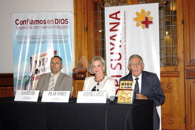 Presidente de Diospi Suyana - Perú, Klaus-Dieter John; ex Primera Dama, Pilar Nores y presidente del Museo Andrés Del Castillo, Guido Del Castillo.