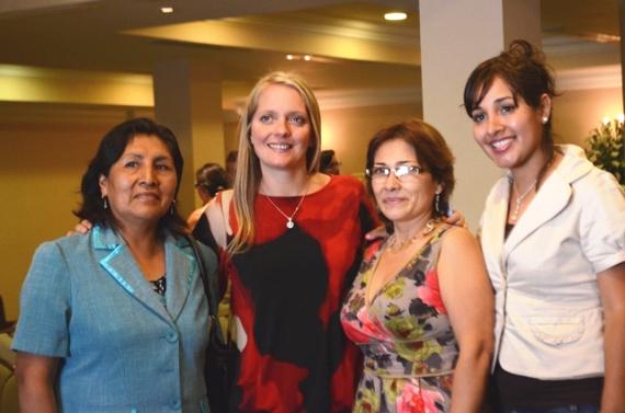Ximena Querol, Coordinadora del Programa Fotalecimiento de la Capacidad Empresarial de la Mujer en el Perú en compañía de Teresa Guadalupe Marrufo Bazan, Zorika Villantoy y María Frisancho, emprendedoras del programa.