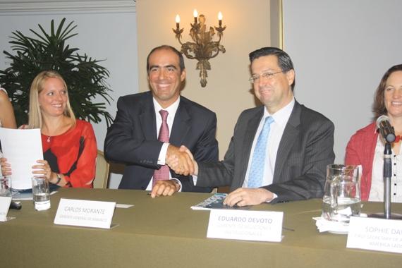 Carlos Morante, gerente general de MIBANCO y Eduardo Devoto, Gerente de Relaciones Institucionales de Telefonica.