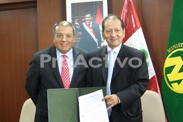 Ministro de Agricultura Milton Von Hesse y Ministro de Energía y Minas Jorge Merino.