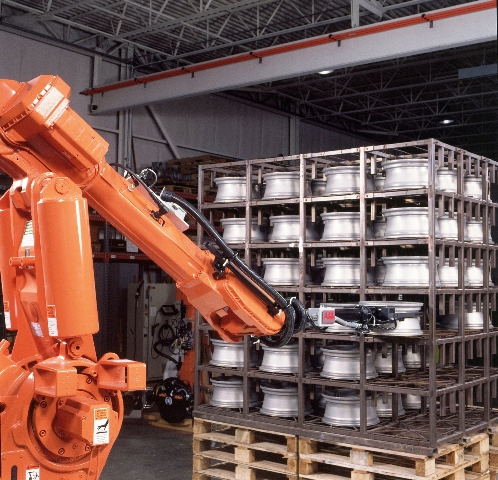 En 1979, ABB revolucionó lanzando el primer robot industrial totalmente eléctrico.