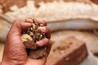Mineros artesanales podran vender oro directamente a Suiza