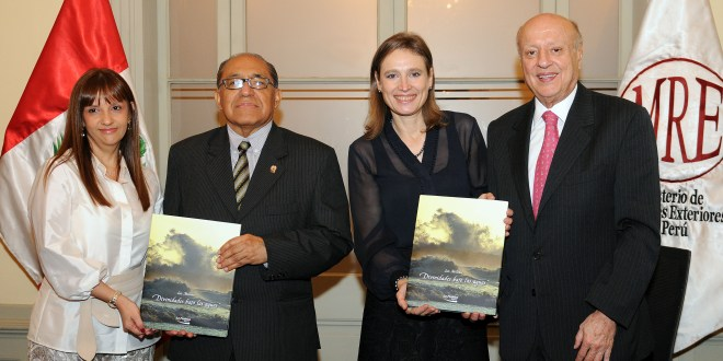 """La Positiva Seguros presenta el libro """"Divinidades bajo las aguas"""""""