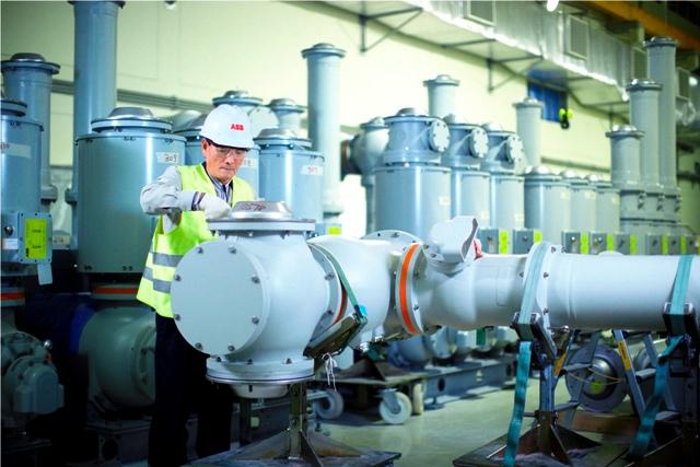 Instalacion de celda aislada en gas (GIS) de la central de Ras Laffan en Qatar