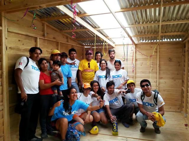Voluntarios de DHL Express Perú construyen casas para familias en San Juan de Miraflores