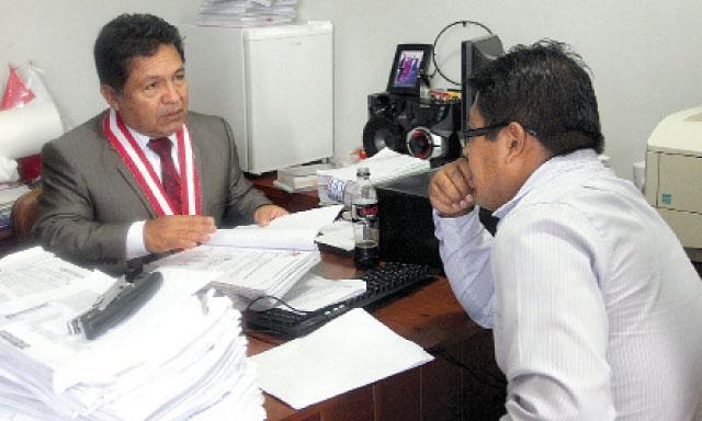 Inspeccion. El fiscal supremo de Control Interno, Carlos Ramos Heredia, llegó hasta la fiscalía de Mazuko para recoger las pruebas de las irregularidades.