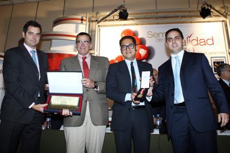 Abengoa Perú en la entrega del Premio Nacional a la Calidad y con la Medalla de Oro como Líder en Calidad en la categoría producción.