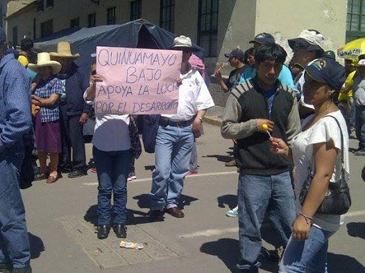 Un grupo de comuneros salió a las calles para denunciar que la empresa minera pretende imponer acuerdos. Créditos: (Cortesía/Altavista)