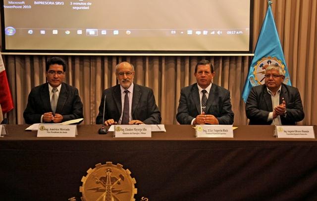 Avanza el proyecto de distribución de gas natural en diez ciudades del centro y sur andino del Perú