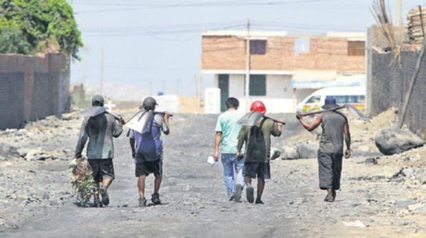 Hallan a más de 100 niños explotados en fábricas de carbón en La Libertad