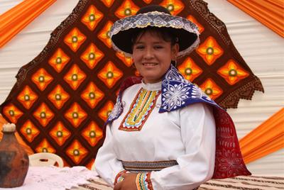 Madres de comunidad Alto Huarca - Espinar participaron en Perú Moda 2014
