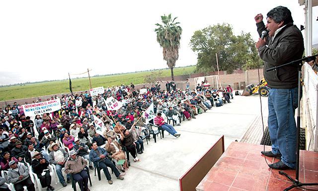 Mitin. Exdirigente y ahora candidato, Jaime de la Cruz fue uno de los más aplaudidos durante reunión contra Tía María.(Foto: La República)