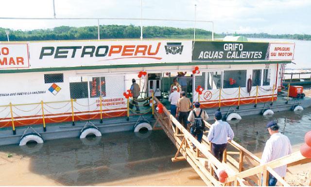 A flote. Uno de los grifos flotantes de Petroperú llega donde no está el sector privado. (Foto: La República)