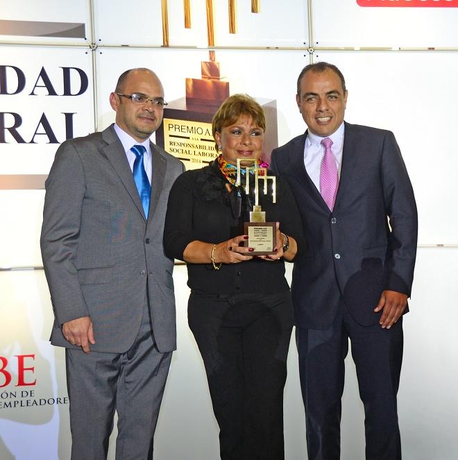 De izquierda a derecha:Juan Carlos Carrión, Vice Presidente Comercial del Grupo LUCKY Lucrecia Carrión, Presidenta y Fundadora del Grupo LUCKY:Augusto Saavedra, Gerente General del Grupo LUCKY.