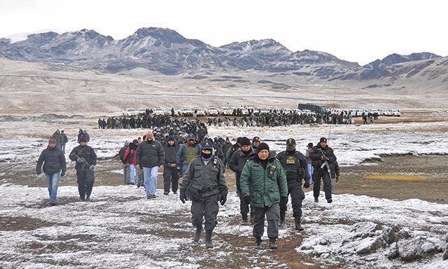 Movilización. Contingente se desplazó hasta zona de Sandia para erradicar minería.