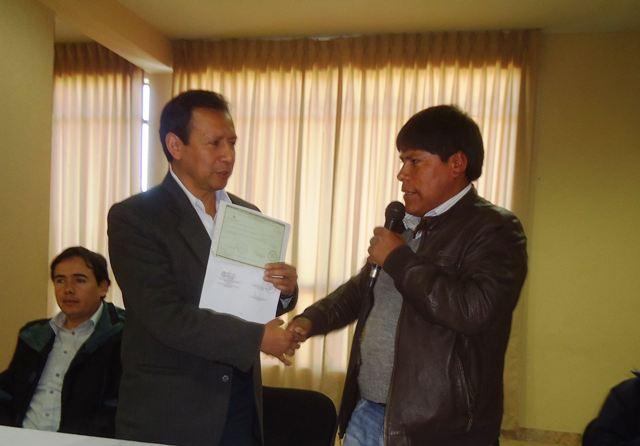 Antapaccay y distrito de Condoroma sellan cooperación con entrega de certificado por inversión pública