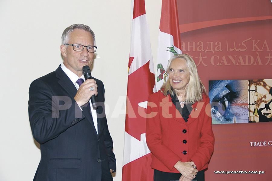 Ed Fast y embajadora de Canadá