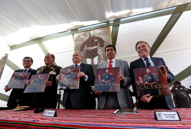 """Presentan libro """"Cáceres"""" en homenaje a la vida y legado de Andrés Avelino Cáceres"""