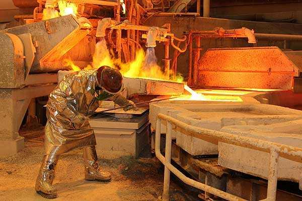 El cobre a tres meses en la Bolsa de Metales de Londres subía 2.4%, a 5,270 dólares por tonelada a las 1000 GMT.