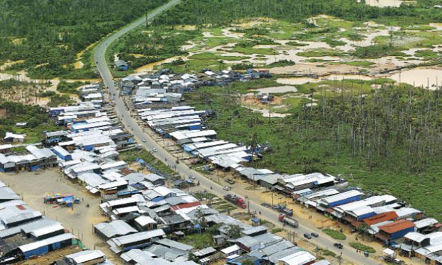 el dato Desorden y desolación. Este es el campamento denominado La Pampa, entre los kilómetros 105 y 107 de la Carretera Interoceánica. (Foto:Luis Enrique Saldaña)