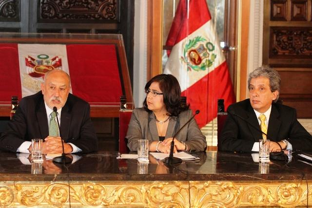 Ejecutivo presenta nuevos reglamentos de protección ambiental para las actividades mineras y de hidrocarburos