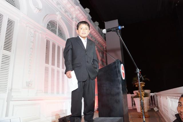 """""""Rony, alumno destacado del programa EnseñaPerú dio emotivo discurso en noche de gala"""""""
