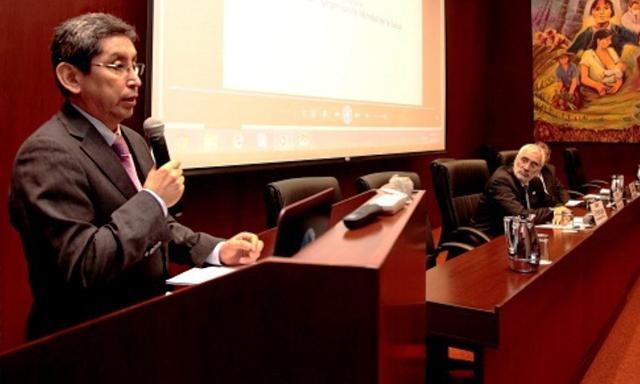 El nuevo ministro de Salud, Aníbal Velásquez, tiene una larga trayectoria como profesional de la salud y funcionario público. (Foto: Andina)