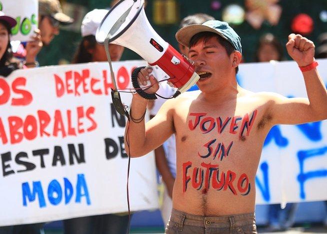 Ayacucho Movilización en contra de nuevo régimen laboral para jóvenes