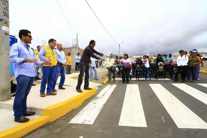 BCP y TISUR entregaron pistas y veredas a pobladores de Mollendo - Islay