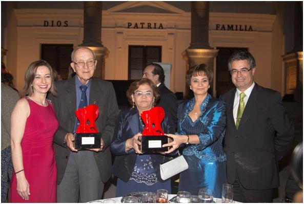 Cámara Española premió al Rvdo. Padre Antonio Bachs de Fe y Alegría y a la Familia Añaños del grupo AJE