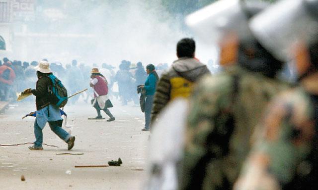 Cusco: Un muerto y 6 heridos deja enfrentamiento entre la policía y pobladores de Calca (La República)