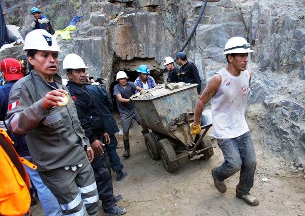 mineros-peru