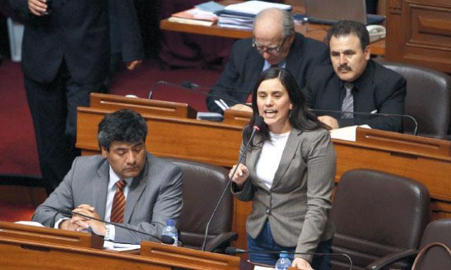 Parlamento. Verónika Mendoza, congresista cusqueña que exige las cuentas claras.(Foto: La República)