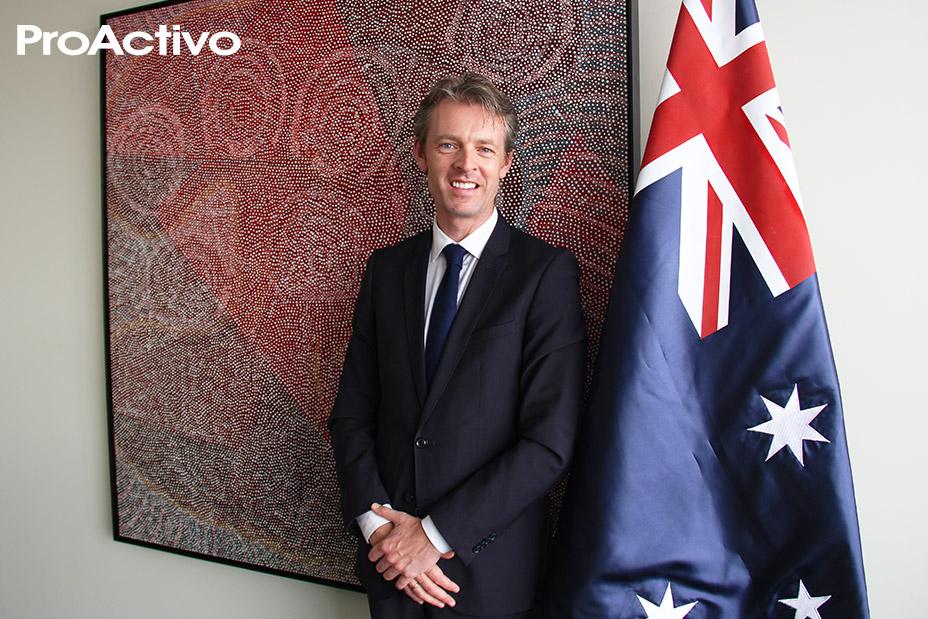Excmo. Nicholas  McCaffrey, Embajador de Australia en Perú