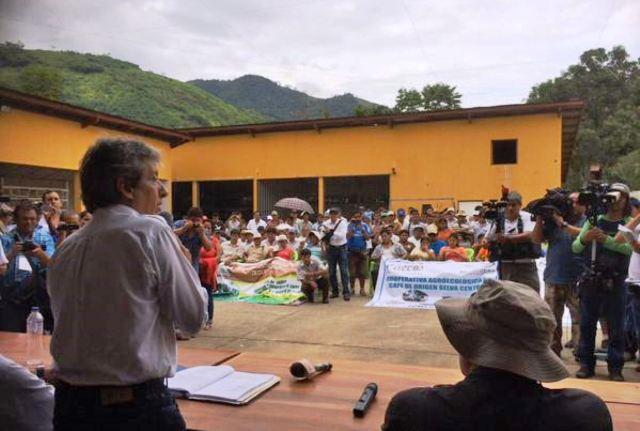 Ministro del Ambiente, Manuel Pulgar-Vidal, en Pichanaki. Foto: PCM.