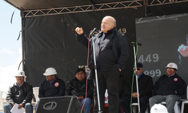 Del otro lado. Hernando de Soto cree que el gobierno debe conocer mejor la realidad de los mineros para formalizar. (Foto: Rigoberto Aliaga/La República)