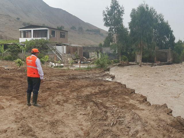 Río Lurín se desborda