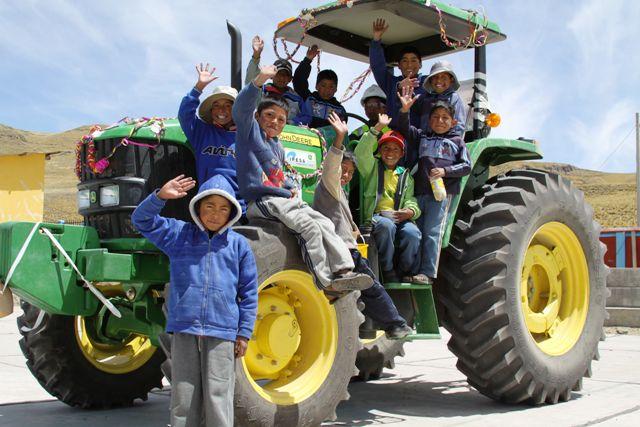 Tractores son entregados a través del Convenio Marco