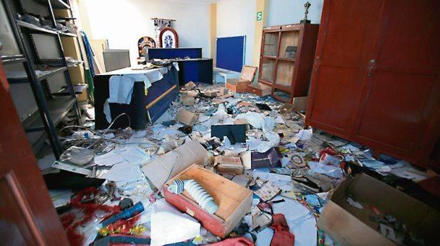 Destrozos. Durante la paralización, una turba atacó la sede de Electro Sur Este en Andahuaylas. (Foto: Lino Chipana / El Comercio)
