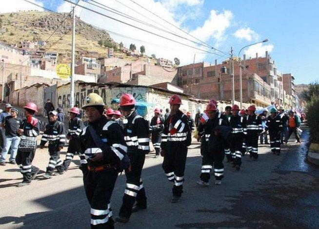 Un aproximado de 15 mil mineros se reunirán con el reconocido economista Hernando de Soto en Huayna Roque. (Foto: Correo)